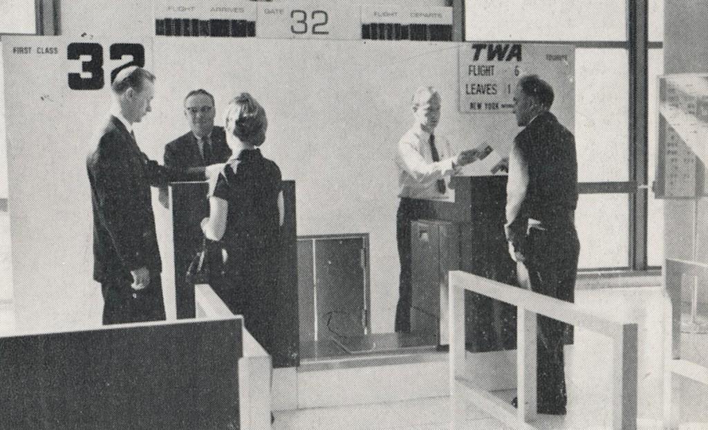 LAX Gate 32