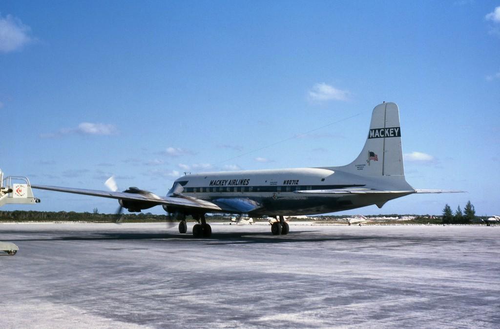 DC-6 N90712 WTD