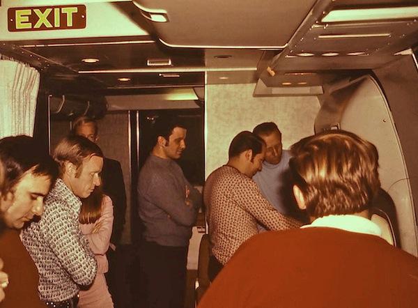 Six whistleblowers blow the lid on TWA flight 800 cover-up ...  Twa 747 Cabin