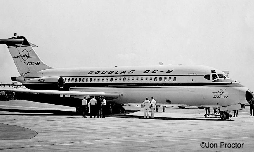 102 DC-9-N9DC-LAX-565-bw