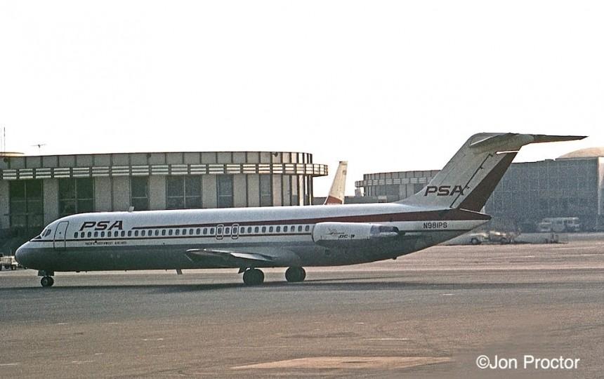 127 DC-9-31 N981PS LAX 06-68 Bob Proctor