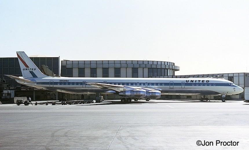 131 DC-8-61 N8088U LAX 8:21:68