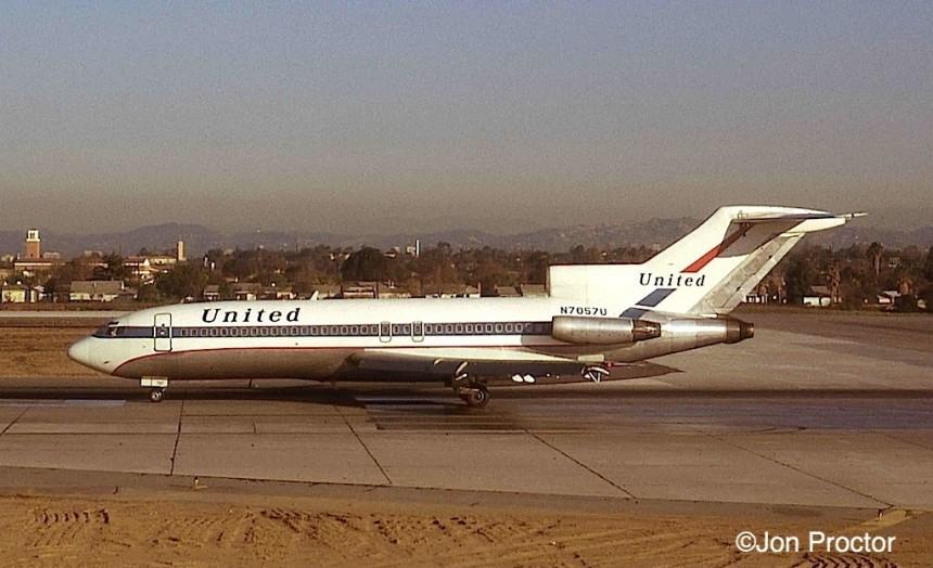 157 727-22-N7057U-LAX-11-28-1972