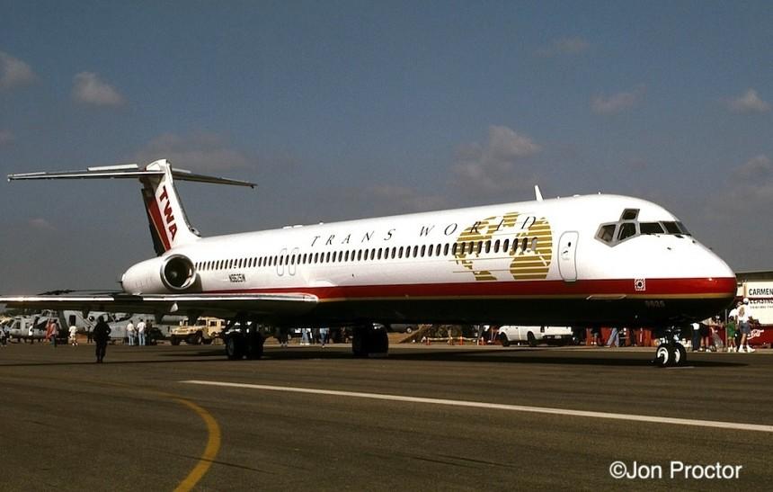 211 DC-9-83 N9625W LGB 10:4:98