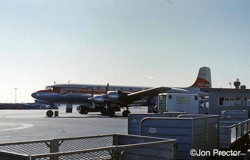 22 DC-6B-N93106-LAX-95601