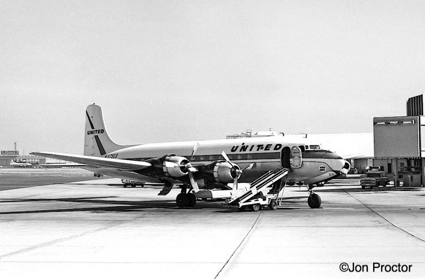 40 DC-6 N37513 LAX 7:1:62-7286811