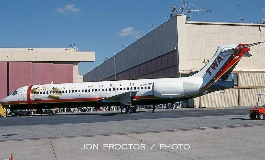 717-231 N401TW LGB 02-11-2000