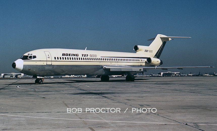 727-200 N7270L LAX 10:67 Bob Proctor