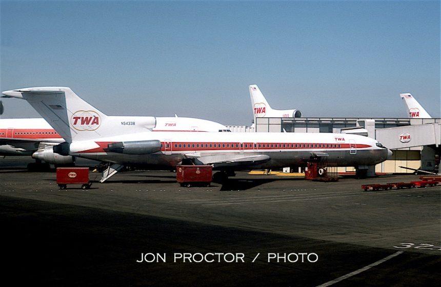 727-231 N54338 LAX 09-24-1975 JP