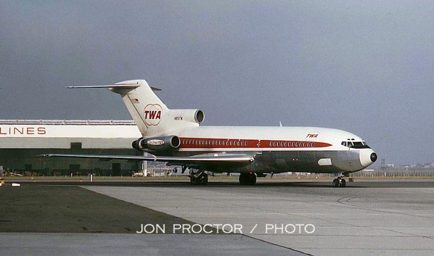 727-31 N851TW LAX 9:64