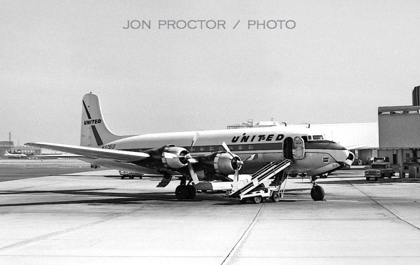 DC-6 N37513 LAX 7:1:62-7286811