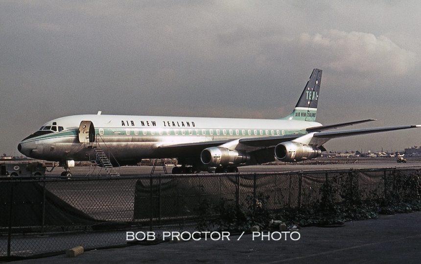 DC-8-52 ZK-NZB LAX 12:12:65 Bob Proctor-7316432