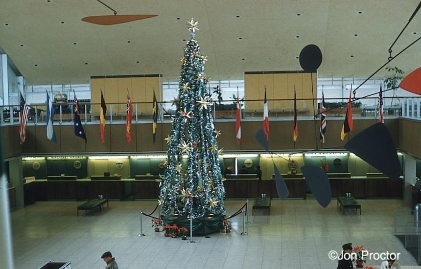 1961-12-26 IDL IAB lobby
