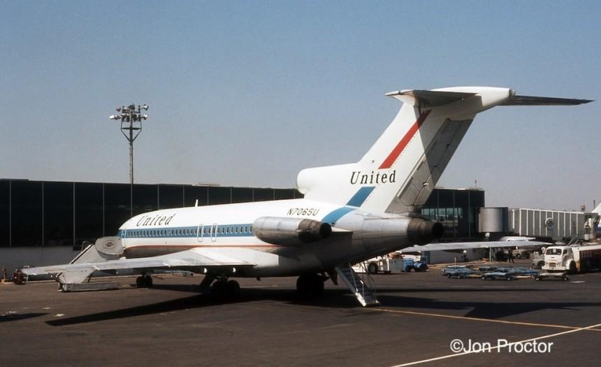 727-22 N7065U LGA 04-1972-p