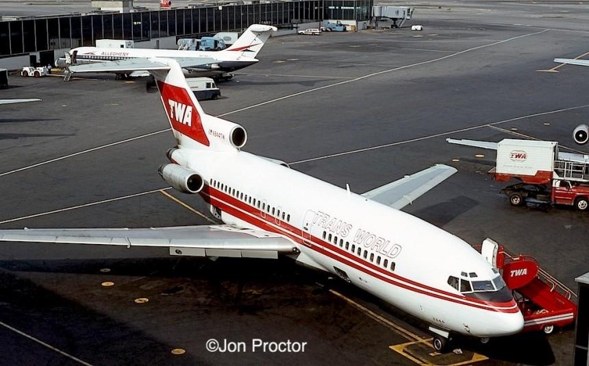 727-31 N844TW LGA 10-16-1975