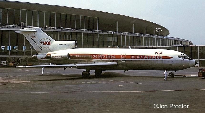 727-31 N855TW LGA 08-27-72-