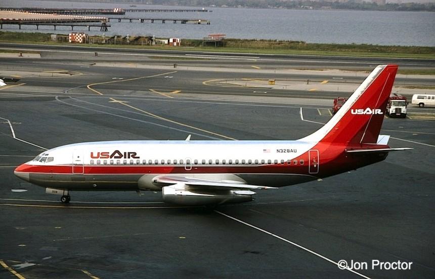 737-2B7 N328AU LGA 10:17:84
