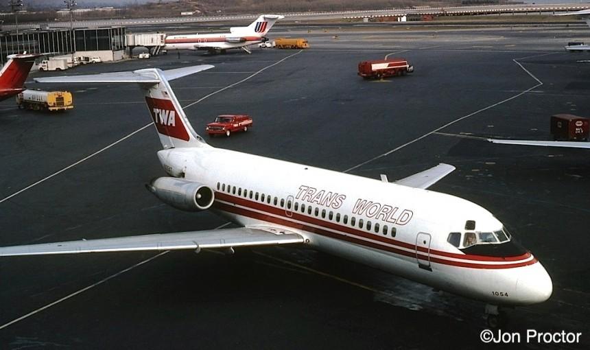 DC-9-14 N1054T LGA 2:77