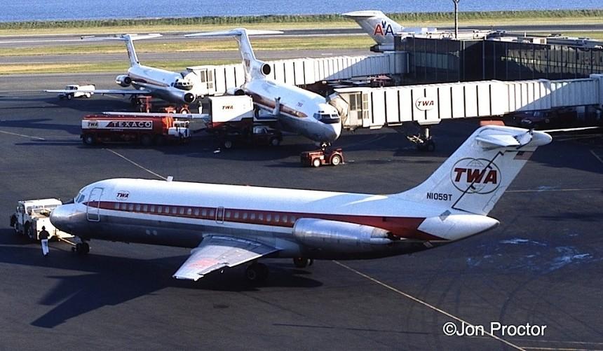 DC-9-15 N1059T LGA 11:11:71