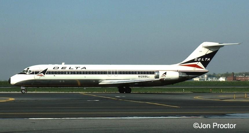 DC-9-32 N1268L LGA 4:29:84-H