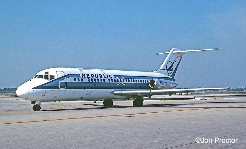 126 DC-9-15F N9352 ORD 8:2:84