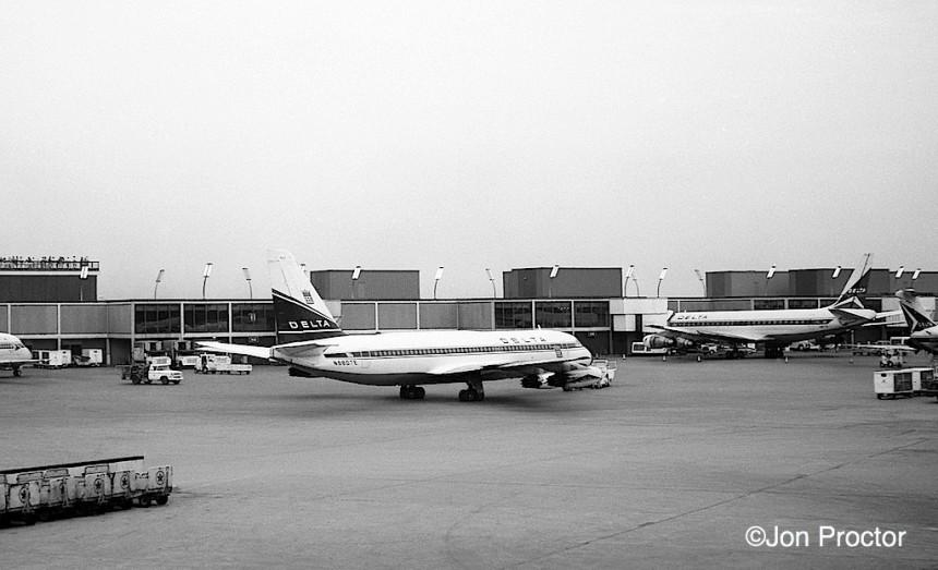 87 CV-880 N8807E ORD 1966