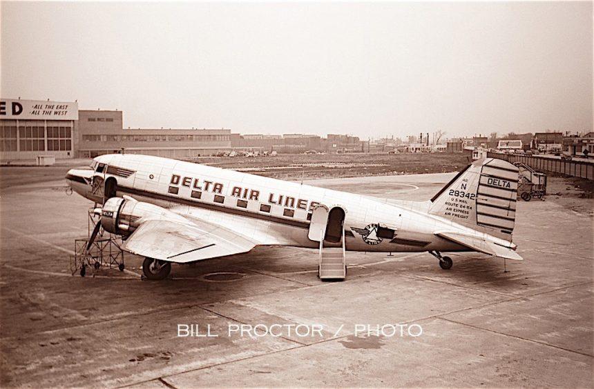 DC-3 N28342 MDW 1949 Bill Proctor-7076904