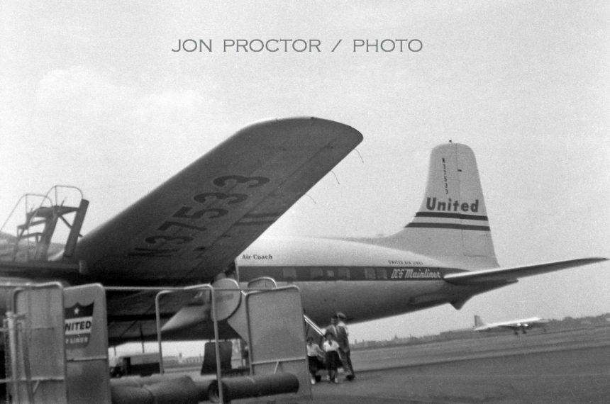 DC-6-N37533-MDW-1955-1024x679