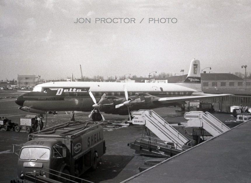 DC-7 N4872C MDW 4:19:57