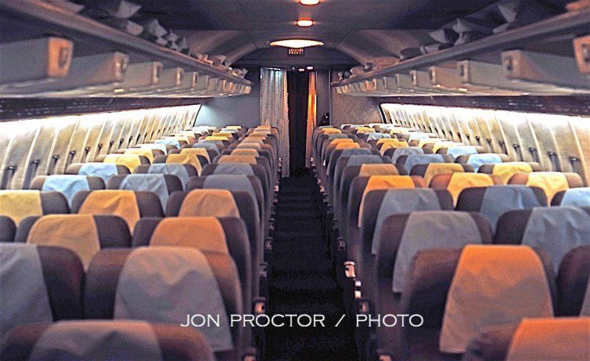 707-123B N7513A Coach SAN 1:18:64-6986482