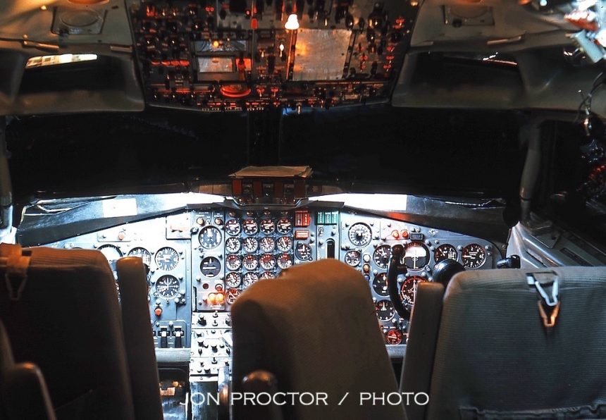 707-123B N7513A Cockpit SAN 1:18:64