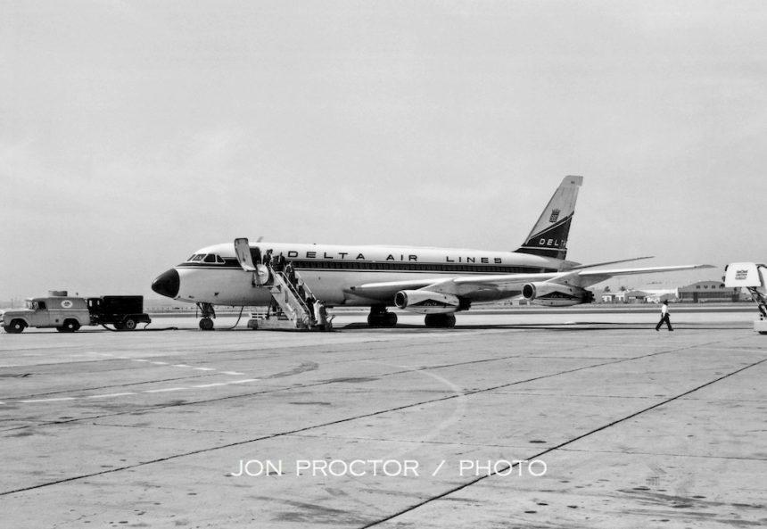 CV-880 N8801E SAN 04-17-1962