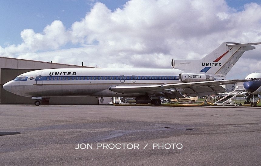 727-22 N7001U PAE 05-01-1997