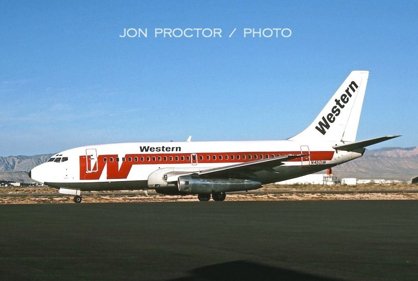 737-247 N4501W LAS 10:80