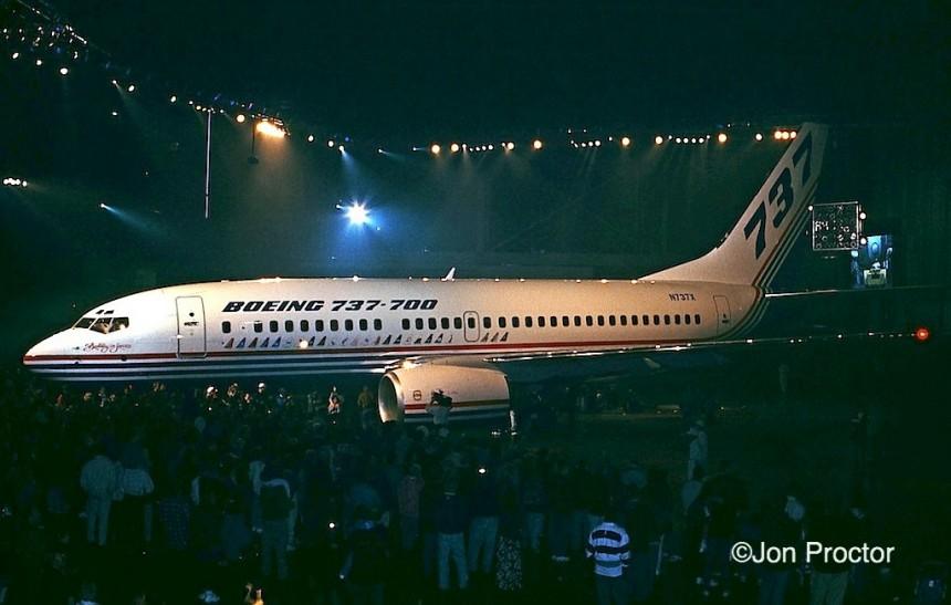 9 737-700 N737X RNT 12:8:96