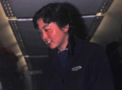 03-06 CAAC Stewardess vert