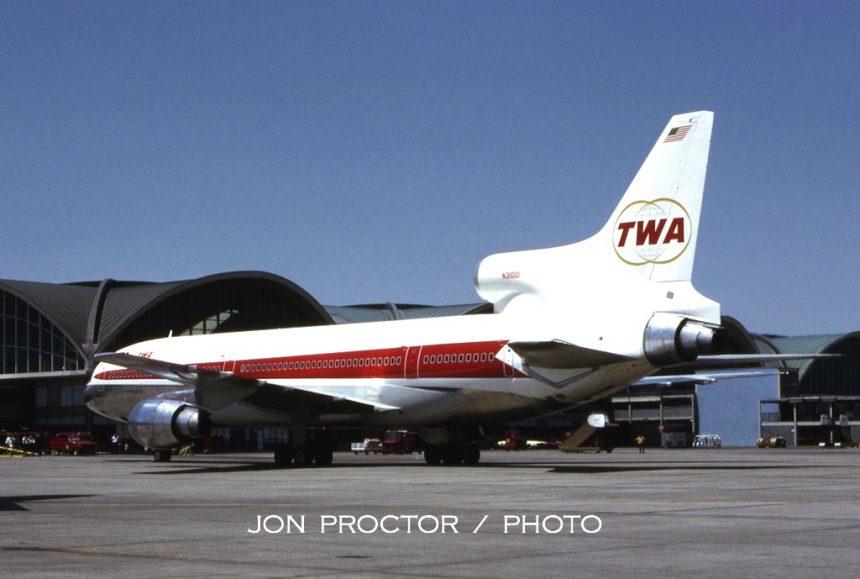 1972-06-25 L-1011-N31001-STL 5964366