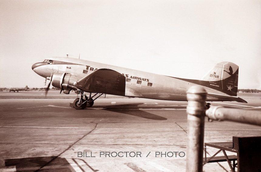 DC-3 N21768 DAL 1950 Bill Proctor-7765485