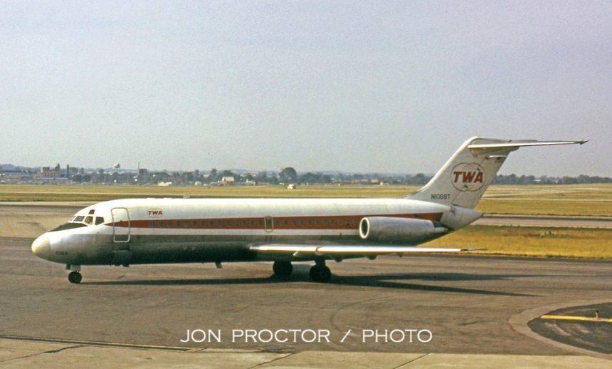 DC-9-15 N1069T STL 6:26:72