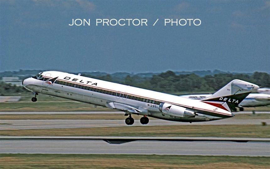 DC-9-32-N1295L-STL-08-11-1984-860x538